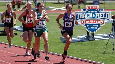 Anna Shields (514) makes her move on the outside during the NAIA 800 M trials. (Photo by Aaron Sagraves).