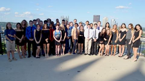 Point Park men's and women's cross country teams together on Mt. Washington.