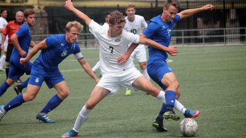 Wessel Rietveld (7) battling the LTU defense. Photo by Sam Robinson